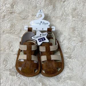 brand new 9 to 12 month size 3 kids shoes
